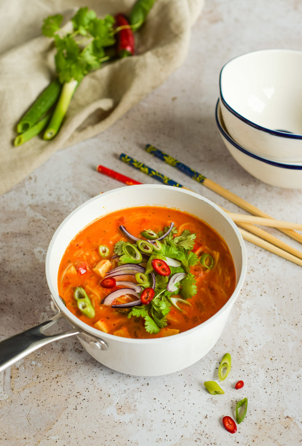 zupa-curry-z-makaronem-ryzowym