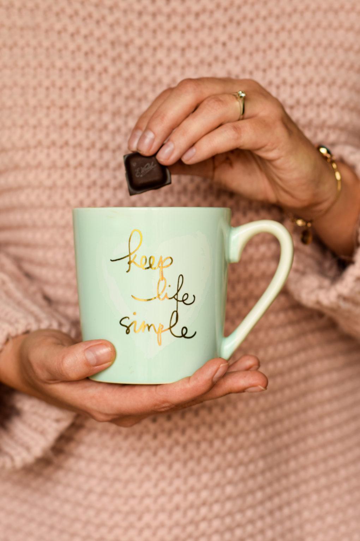 gorąca-czekolada-ze-spienionym-mlekiem
