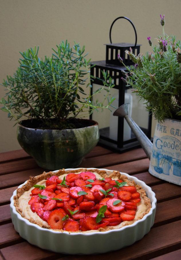 tarta z truskawkami z kremem jaglanym