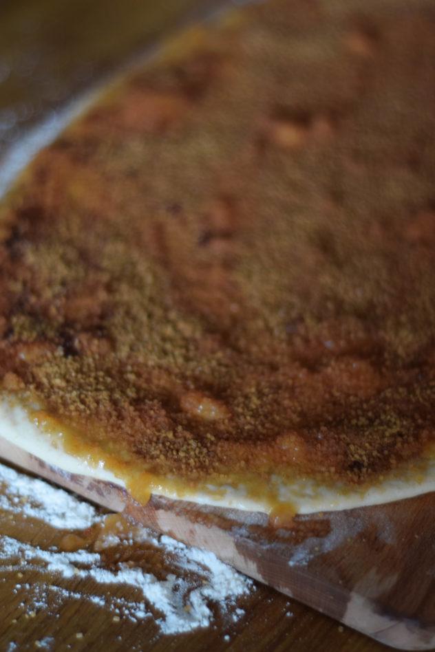 bułeczki cynamonowe z sosem karmelowym